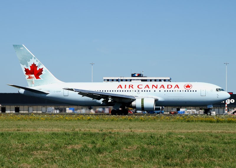 Boeing 767-233ER C-GDSP Air Canada