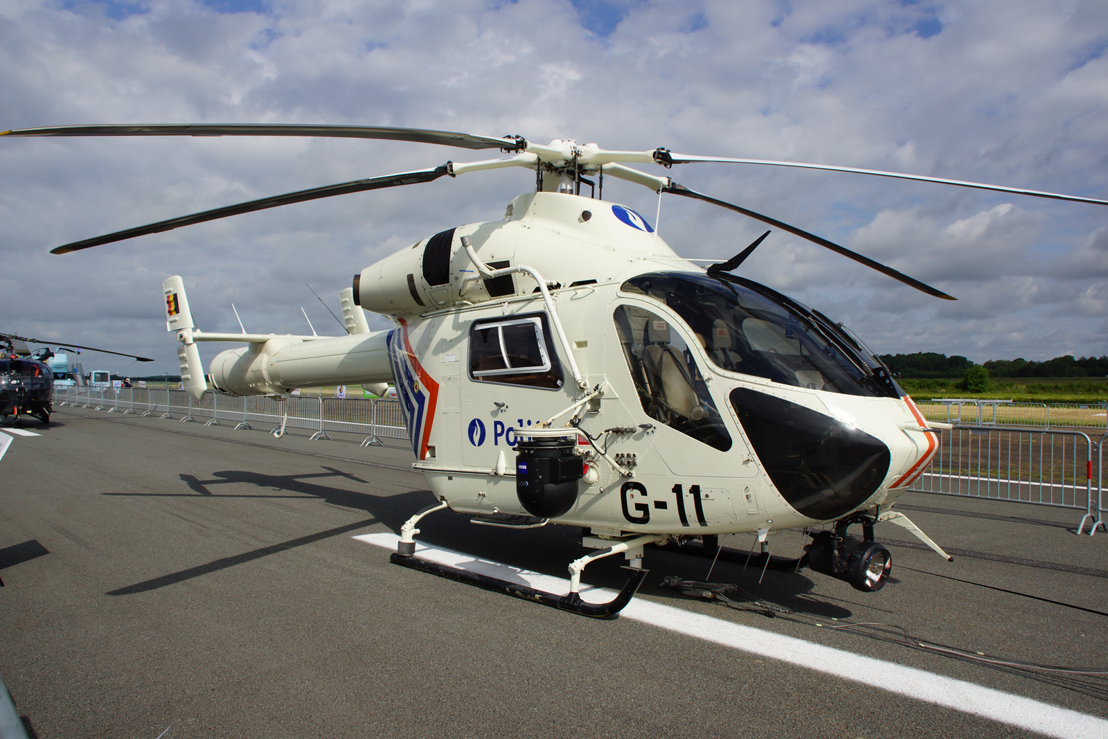md helicopters 500 with Md Helicopters Md 900902 Explorer on File notar helicopter further Top  E7 9B B4 E5 8D 87 E9 A3 9E E6 9C BA E6 A8 A1 E5 9E 8B E4 B8 89 E8 A7 86 E5 9B BE likewise File Hughes500 g Gspg arp moreover Avh6 furthermore Philippine Air Force To Receive Aw 109e Helicopters By End Of 2015.
