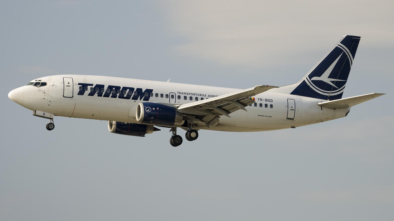Boeing 737-38J YR-BGD Tarom
