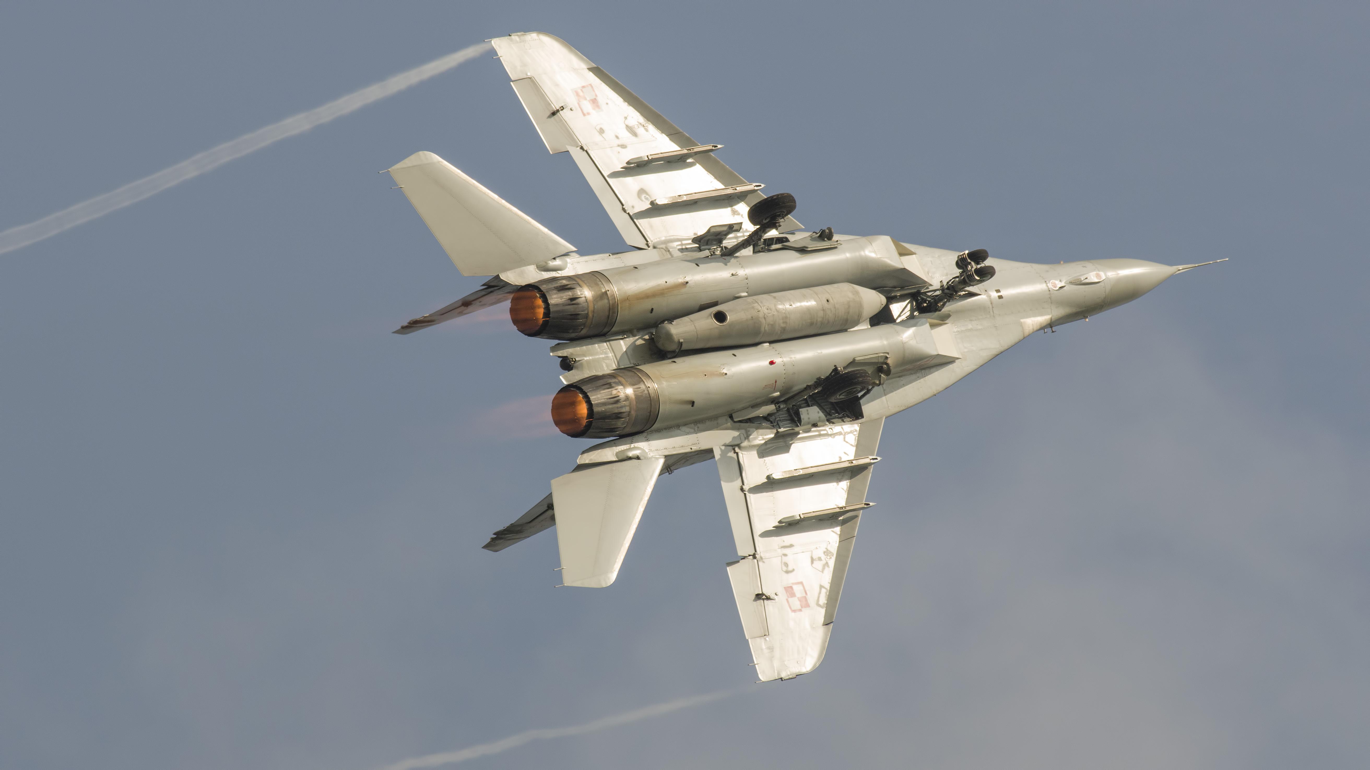 _IMG2100 Mikoyan-Gurevich MiG-29A 9-12A 105 Polish Air Force