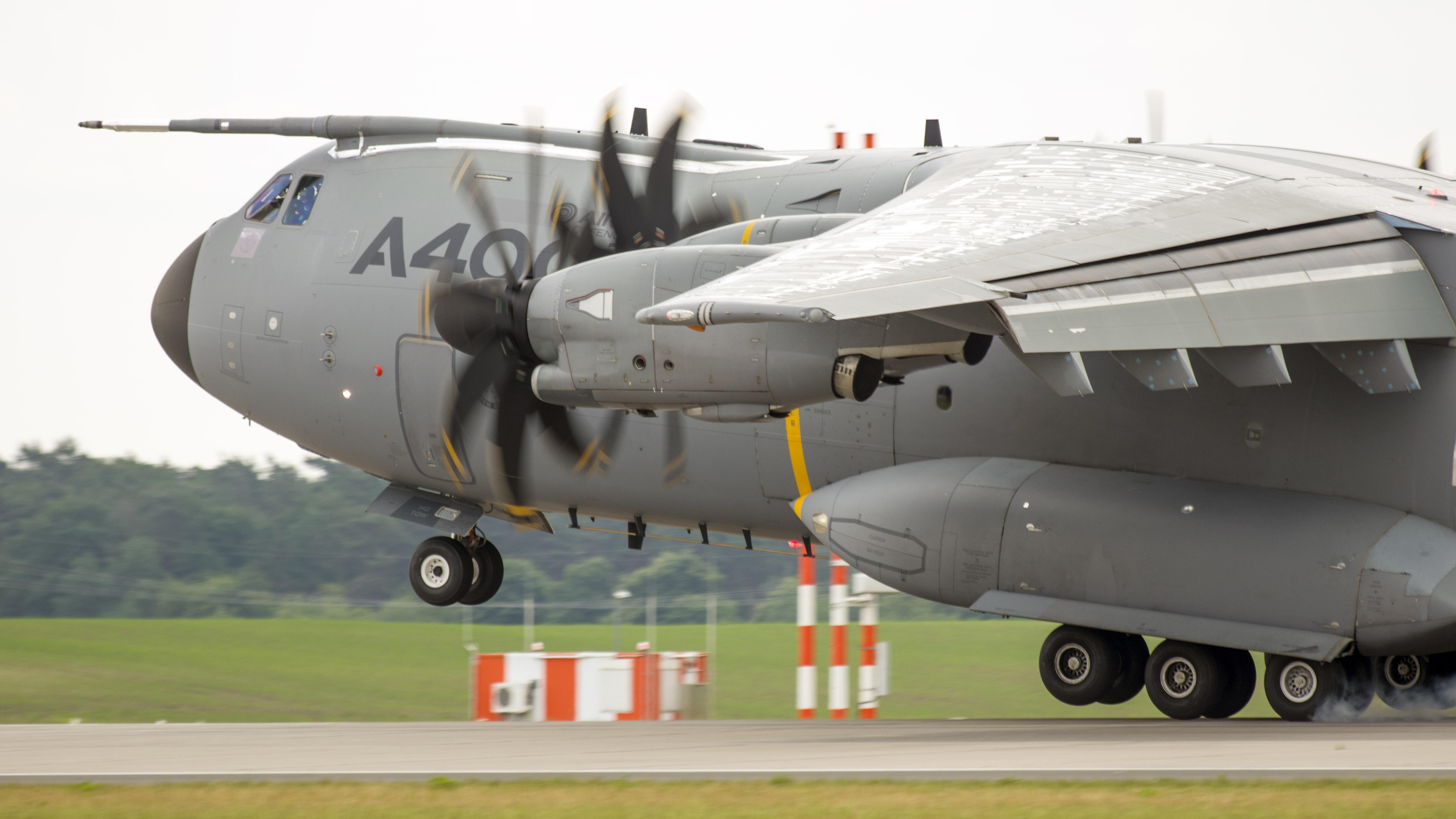 _IMG2498 Airbus A400M Atlas EC-404 Airbus