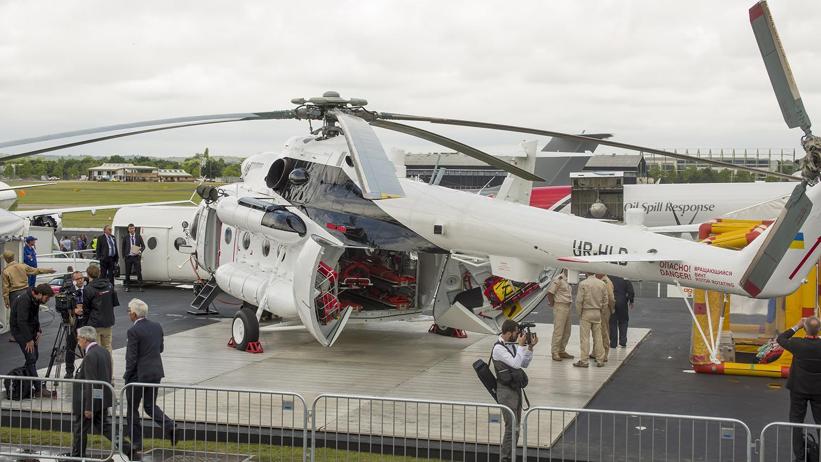 _IMG5446 Mil Mi-8MTV-1 Hip UR-HLD Ukranian Helicopters s