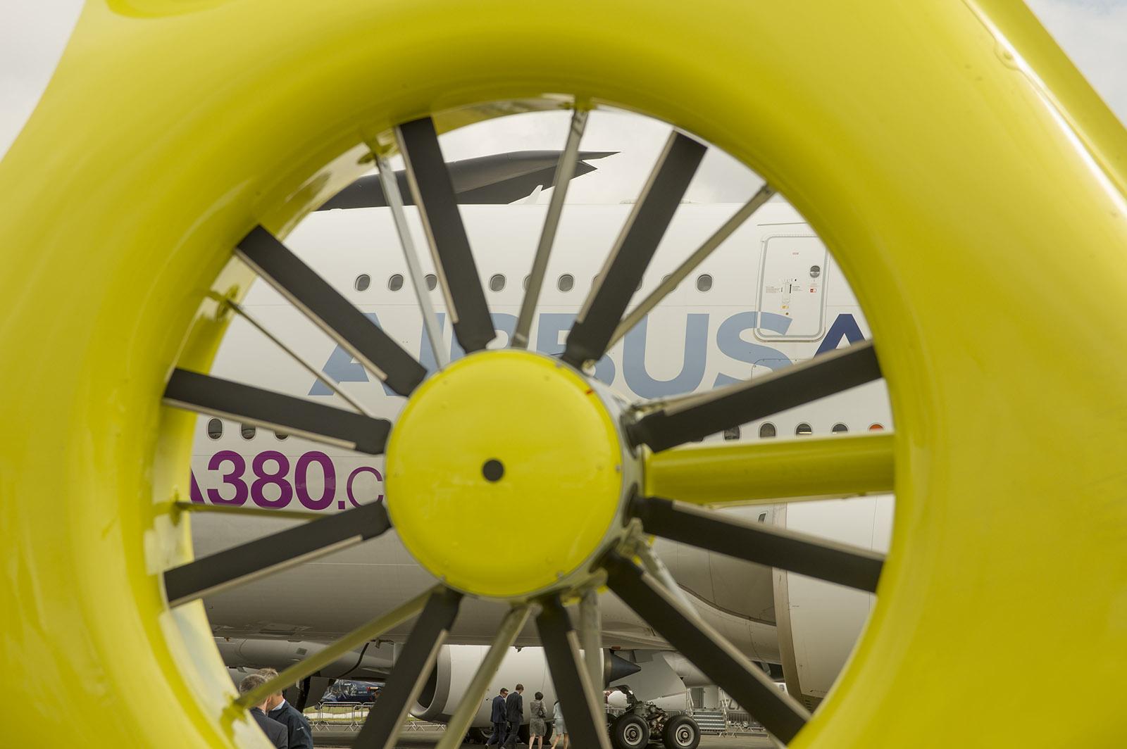 _IMG5470 Looking thru tailrotor at A380 s