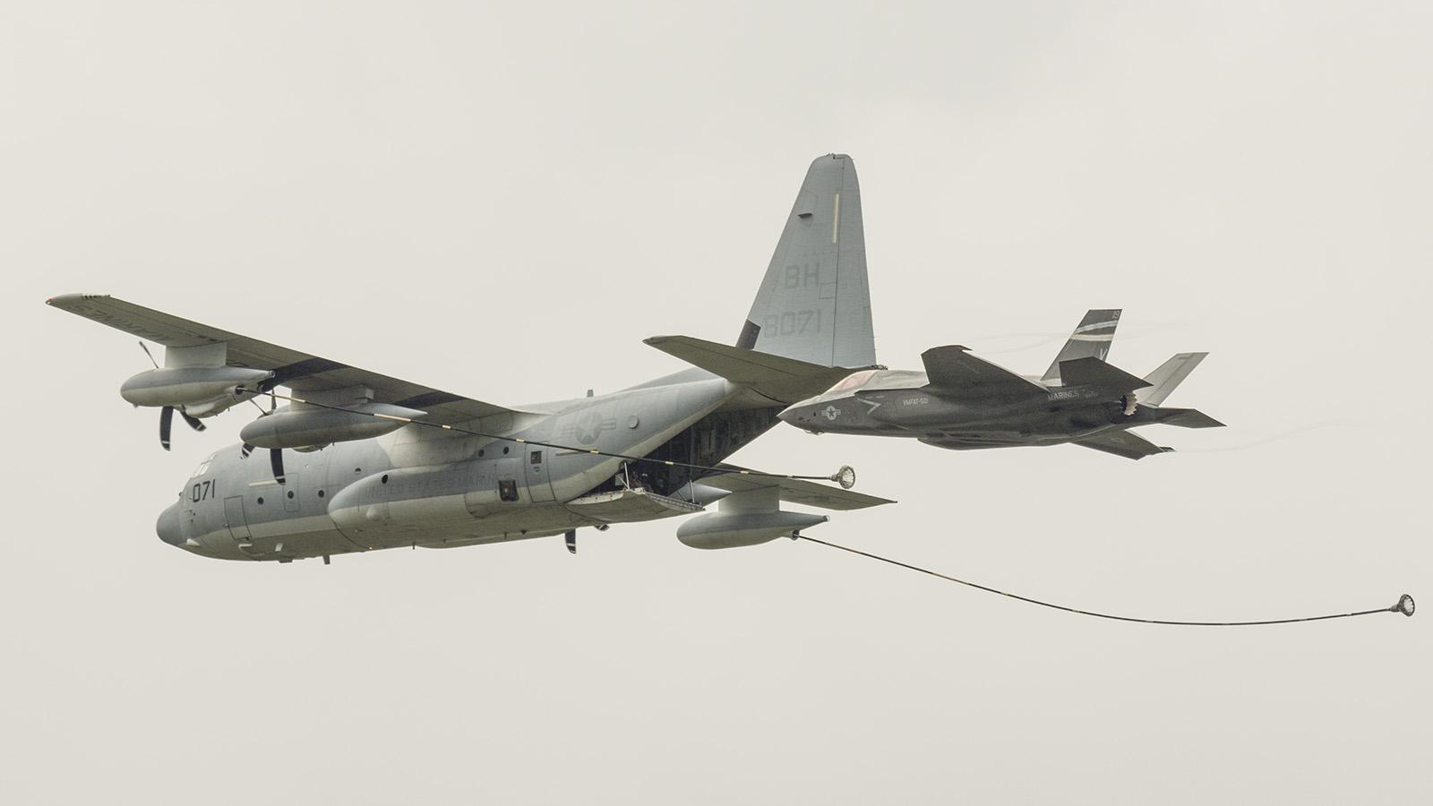 _IMG5601 Lockheed Martin F-35B Lightning II US Marines 168727 with C-130 tanker s