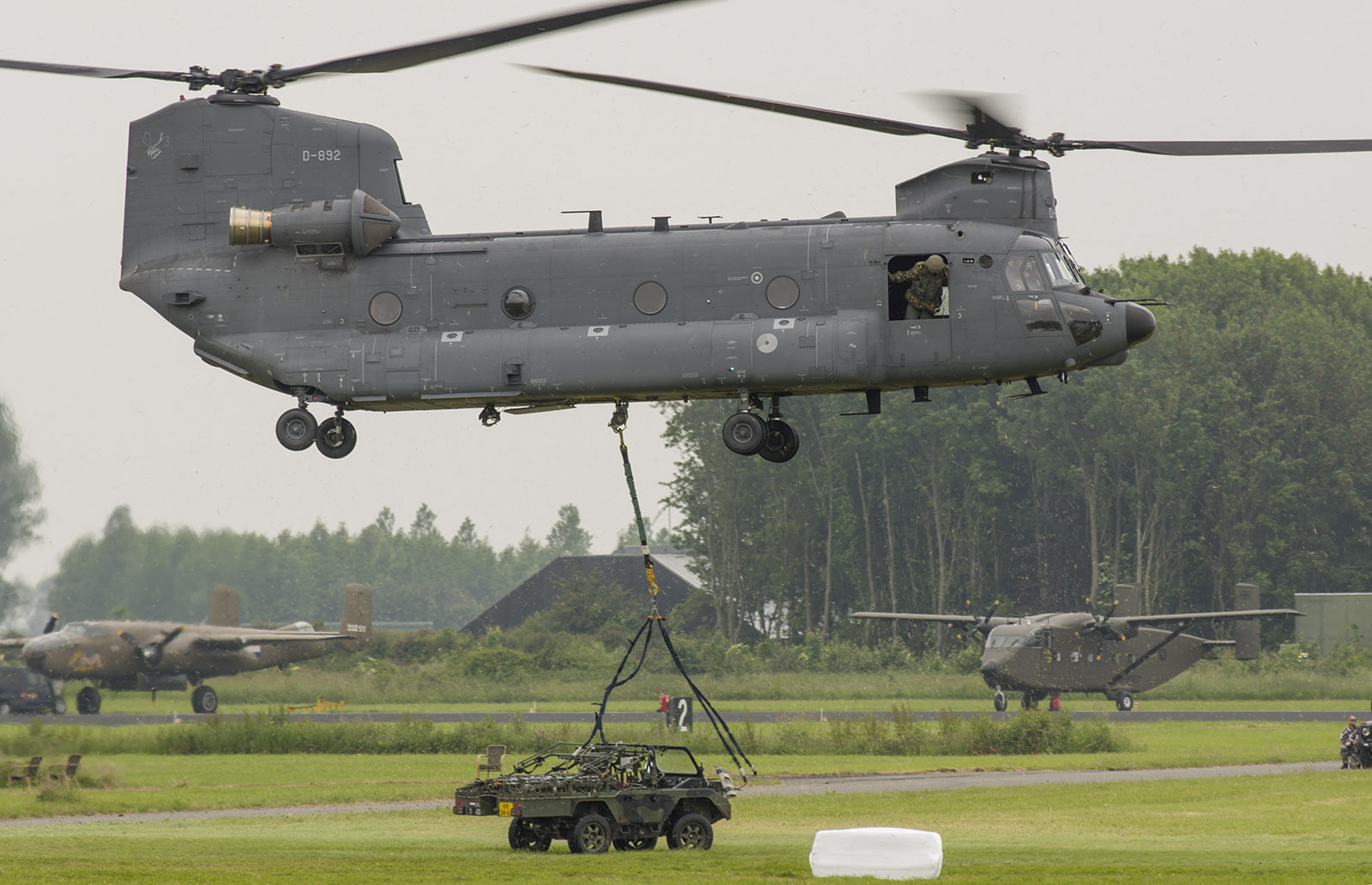 Fil rouge 2019 : Sikorsky CH-54 Skycrane (Revell 1/72) - Page 3 IMG3453-Boeing-CH-47F-Chinook-414-D-892-Netherlands-air-force-s